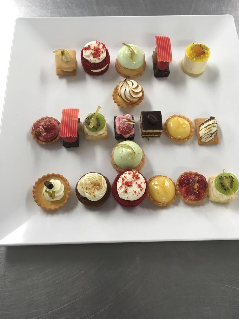 Happy Monday, look at these treats that are sure to wake you up this morning. #London #Office #Catering #Mini #Cakes #Meeting <br>http://pic.twitter.com/j5MRwghic3