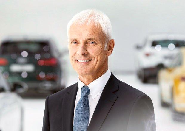 Šéf Volkswagenu se tvrdě opřel do Tesly. Co se mu nelíbilo? auto.cz/sef-vw-muller-…