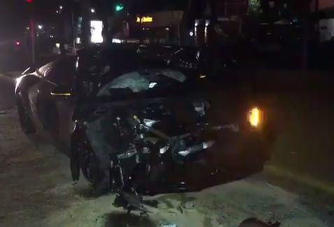 Alan Pulido sufrió un fuerte accidente automovilístico en #Guadalajara...