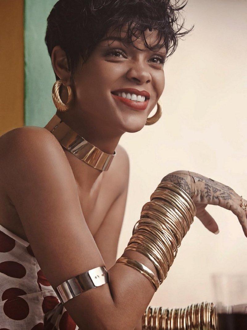 RihannaNavy you are going amazing @rihanna Favorite Female Artist - Pop/Rock #AMAs <br>http://pic.twitter.com/sTJaX4rpR4