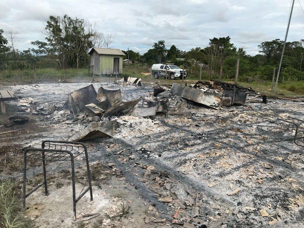 Aluno destrói escola em incêndio após professor chamar atenção por atraso no interior do Acre https://t.co/ddBstEbZTu #G1