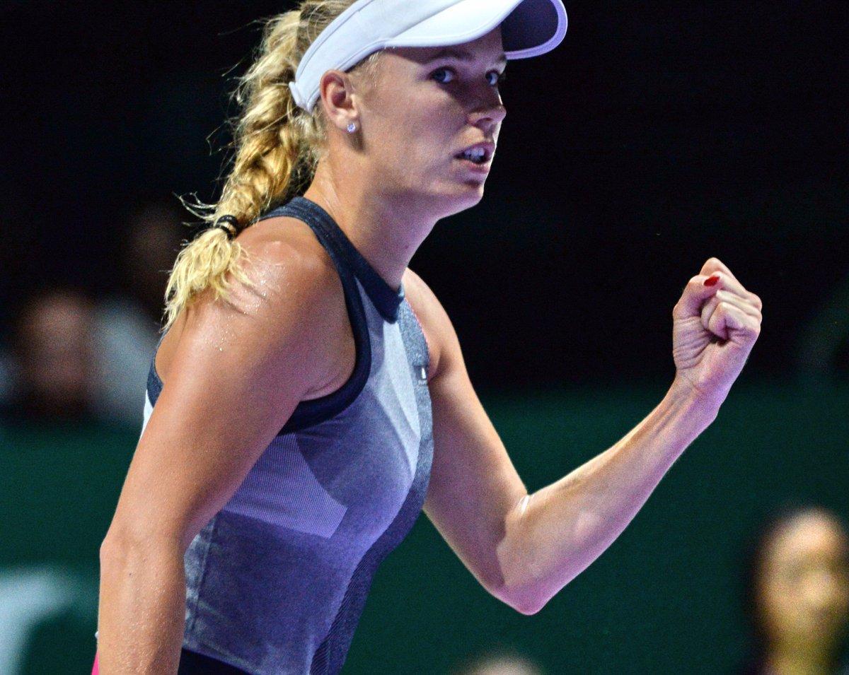 test Twitter Media - #Tennis 🎾  Succès express pour C. #Wozniacki 🇩🇰 qui a dominé E. #Svitolina 🇺🇦 en 2 sets 6/2 6/0 pour son 1er match au #Masters de Singapour. https://t.co/4OQnRaI6Pw
