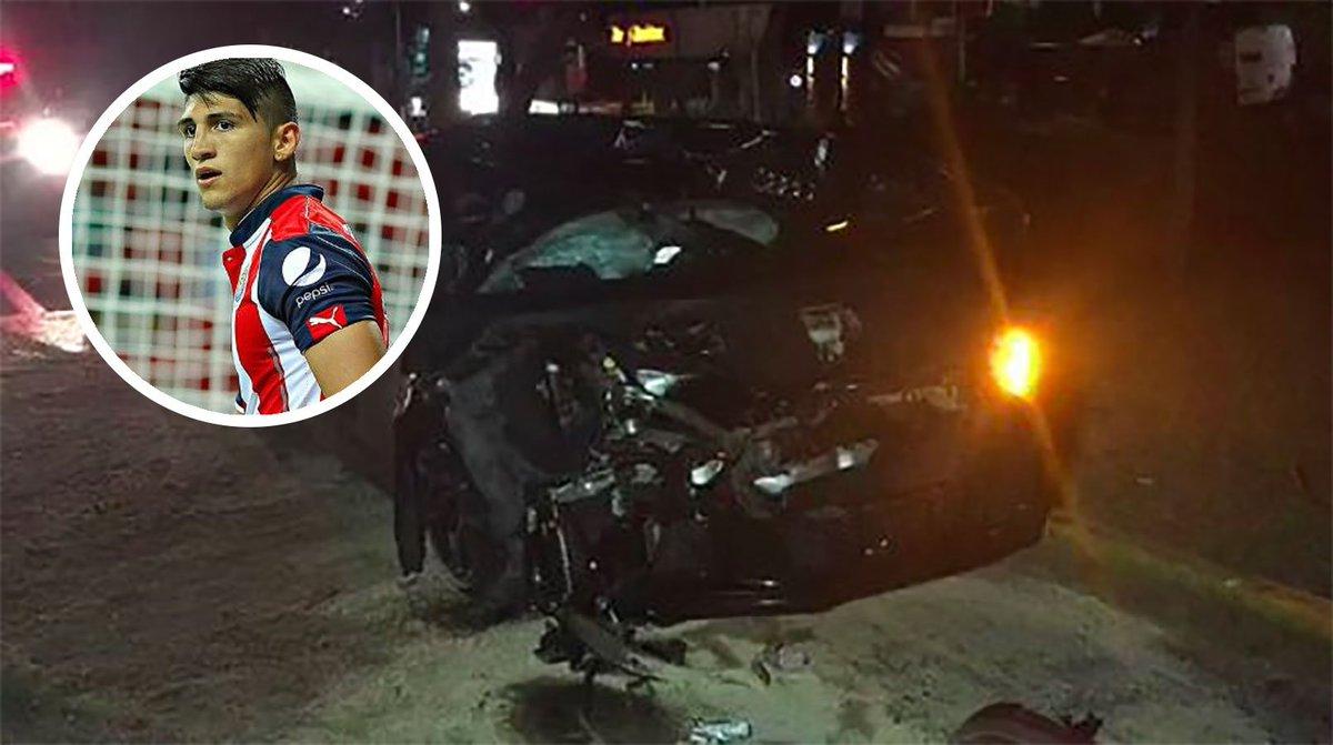 Alan Pulido sufre fuerte accidente automovilístico en Zapopan https://...