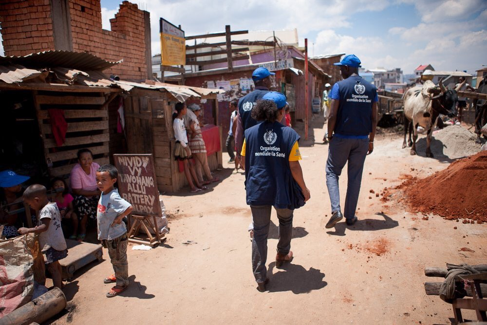 WHO staff in #Madagascar are working with health authorities to coordinate response, reduce #plague infections &amp; mortality<br>http://pic.twitter.com/Ev8Iauz5OO