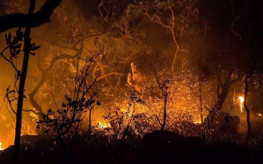 Incêndio no Parque Nacional da Chapada dos Veadeiros já consumiu quase 15% da área do parque https://t.co/QNhfottQ7X #G1