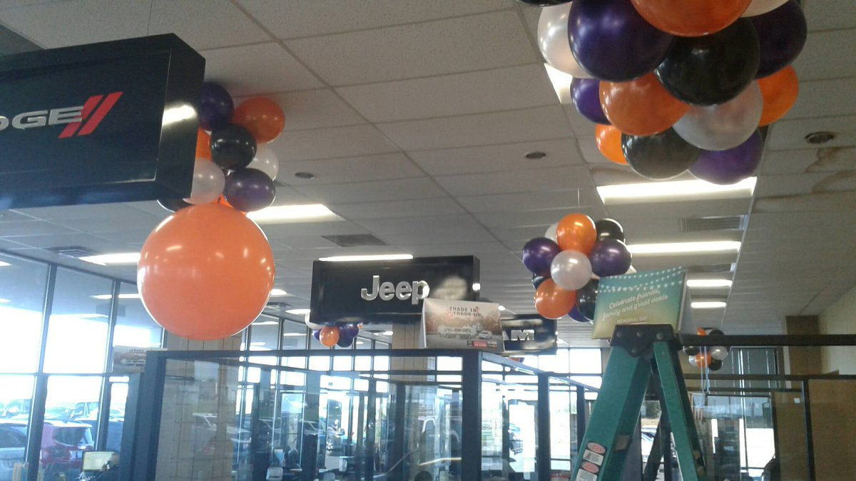 This dealership is looking pretty wicked with four spooky colors! #October #Halloween #Balloonman #Balloons   http://www. balloonmanllc.com  &nbsp;  <br>http://pic.twitter.com/nxCL7baJPS