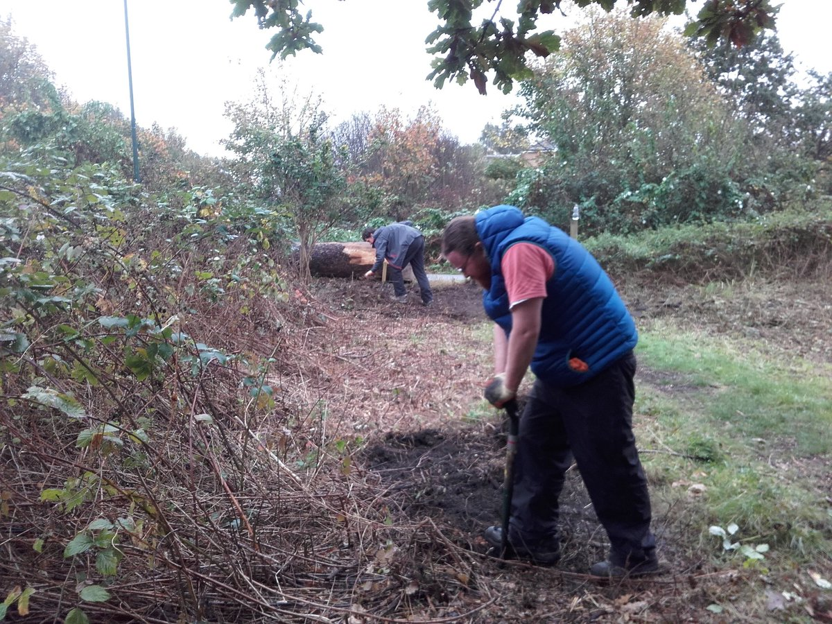 Free this Wednesday? Come down and help us dig to victory at Mereway Nature Park! #exercise  #wildlife #FORCE <br>http://pic.twitter.com/N6Bf9tugFa