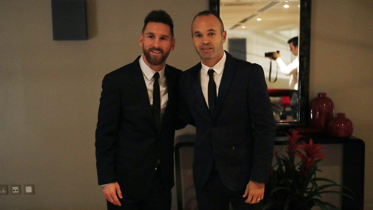 🔝👔 #Messi - @andresiniesta8 🎩 #TheBest #ForçaBarça https://t.co/q5NZLo...
