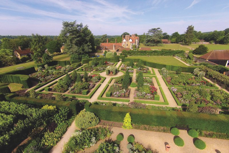 RT @CocoVenues Brides & Grooms, listen up! @LoseleyPark  are offering a Reduced Hire Fee & Menu Prices for April 2018! https://t.co/Esk5j8yByr