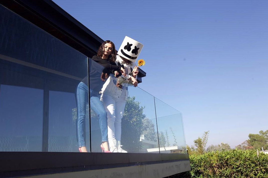 #Wolves by @marshmellomusic x @selenagomez drops 10.25. RT if you're ready!!! 🔥🔥🔥🔥🔥