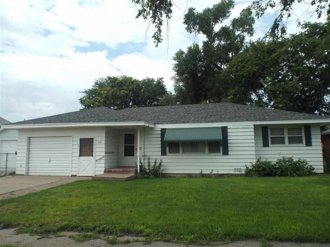 I would love to show you my #listing at 110 S Walnut #NorthPlatte #NE...  http:// tour.circlepix.com/home/R64ABW  &nbsp;    Gateway Realty-NE<br>http://pic.twitter.com/jhu2ScWnzH