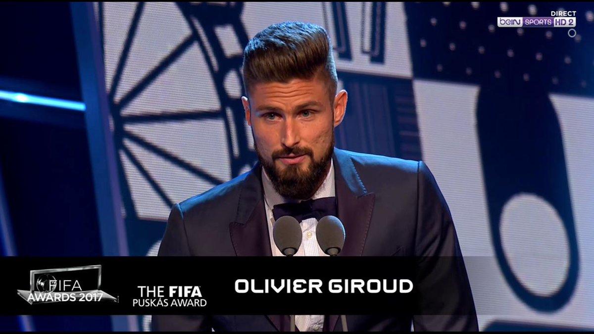 🎖️⚽️ Le prix Puskas 2017 est décerné à Olivier Giroud ! https://t.co/9...