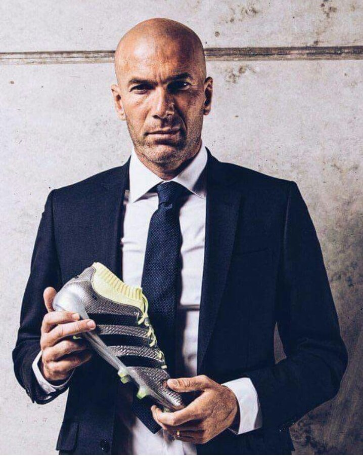 3-time #BalondeOro winner  Now Best coach in the world  Congratulations Zizou <br>http://pic.twitter.com/0H1aQtoIdI