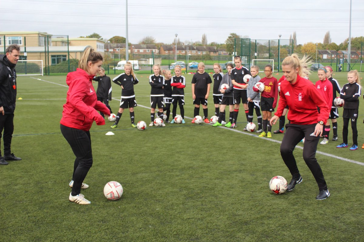 The Football Express UK girls camp is underway!!! When your heroes @Elsclarke &amp; @Erin_t4 are involved in demos on day 1! #Impact #RoleModels<br>http://pic.twitter.com/RihjYFI1ZV