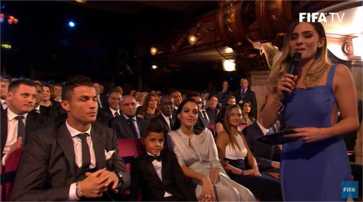 Deyna Castellanos compartió fila con Messi y Ronaldo https://t.co/RBKS...