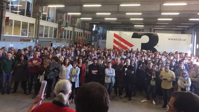 Los trabajadores de TV3 votan en asamble...