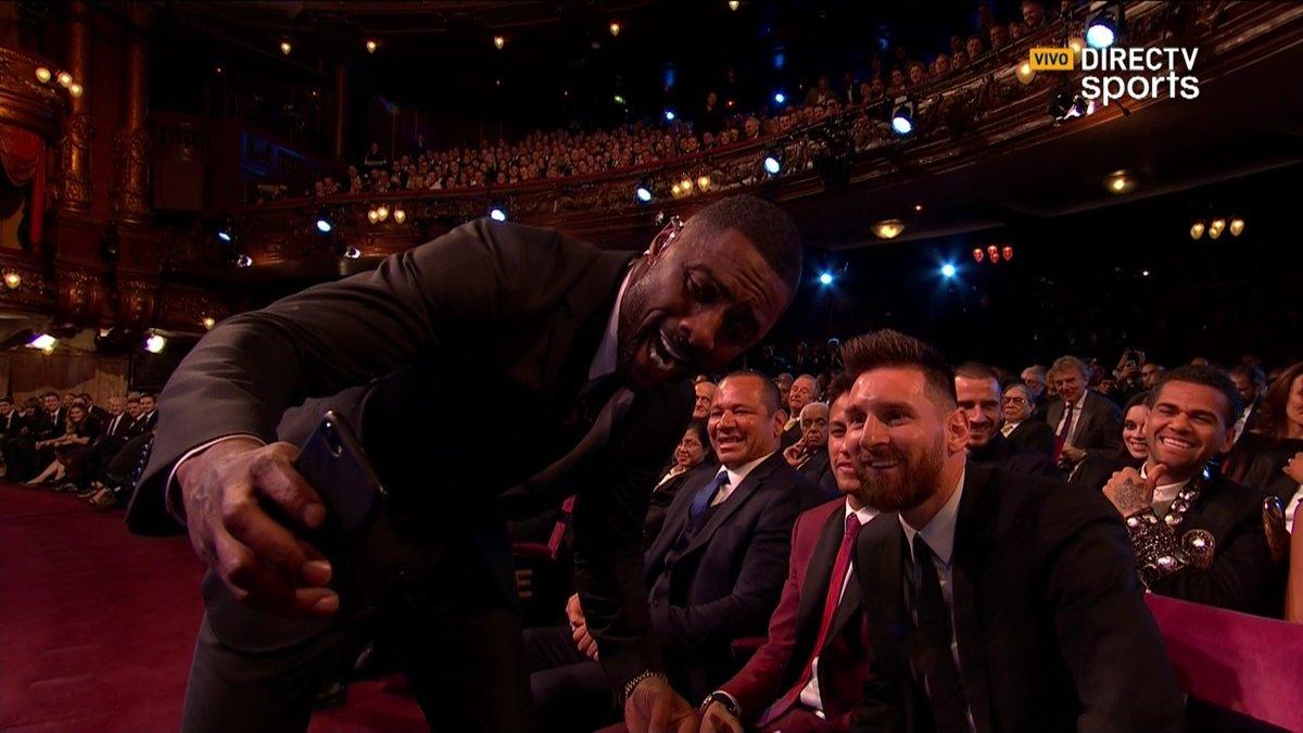 Lo tenés a Messi al lado y, obvio, tenés que conseguir una selfie con...