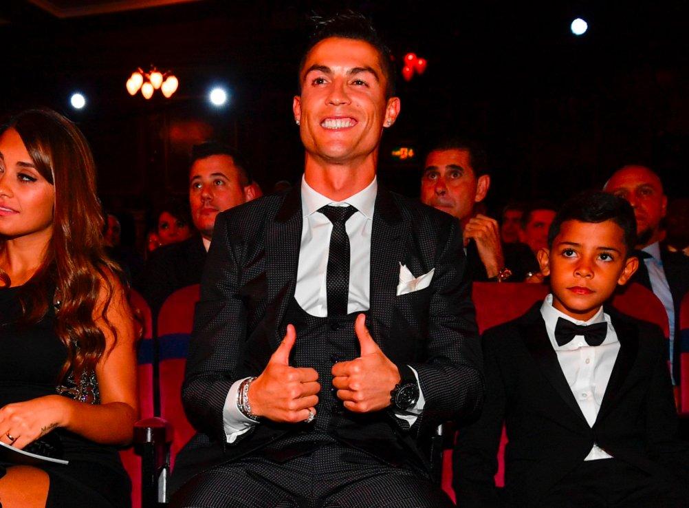 Cristiano Ronaldo in 2017:  🏆 La Liga 🏆 Champions League 🏆 Spanish Super Cup 🏆 UEFA Super Cup 🏆 UEFA Best Player 🏆 FIFA Best Player  🐐