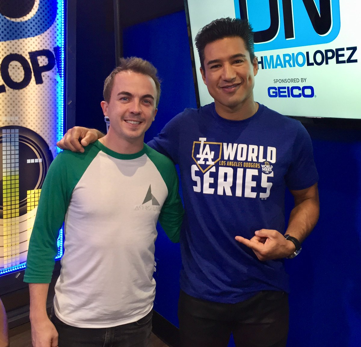 Coming Up @onwithmario -@frankiemuniz stops by to talk @DancingABC,  @justinbieber&#39;s aggressive new ink, #SuperBowl rumors confirmed &amp; more! <br>http://pic.twitter.com/XeWBTXchie