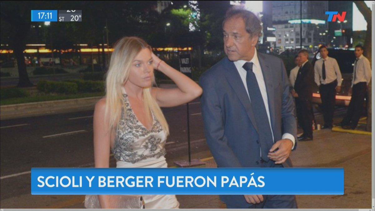 AHORA - Scioli y Gisela Berger fueron papás de Francesca https://t.co/...