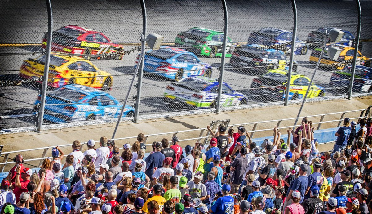 #NASCAR at &#39;Dega.  Never experienced it in person? Put it on your list. #Alabama500<br>http://pic.twitter.com/5Cpoe1Z9Tr