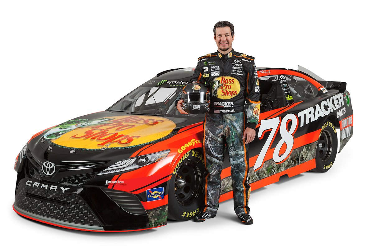 Last weekend in Kansas, @MartinTruex_Jr became the 12th driver since 1972 to lead 2,000 laps in a single season! #MTJ78 #NASCAR <br>http://pic.twitter.com/rZMWoq5IOB