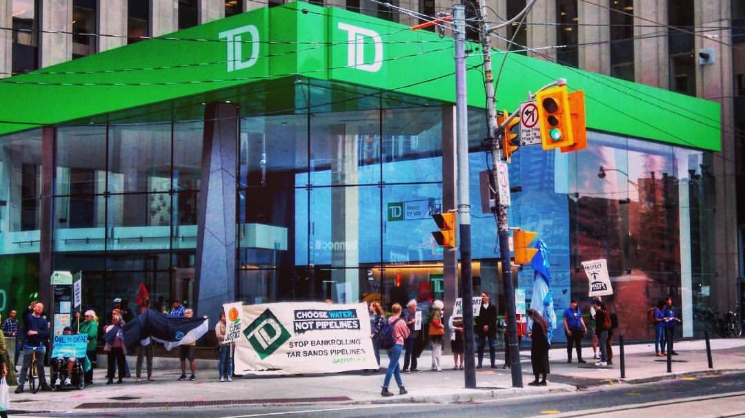 If @TD_Canada bank can't update its thinking, maybe it's time to update our banking and #divest #notpipelines<br>http://pic.twitter.com/eSzz0HI3tb