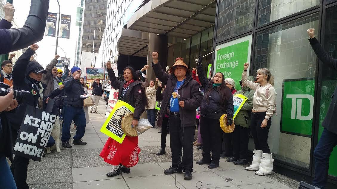 Banks that are stuck in the last century like @TD_Canada do not deserve to look after your money. #divest #notpipelines<br>http://pic.twitter.com/YuSNDb1Bgf
