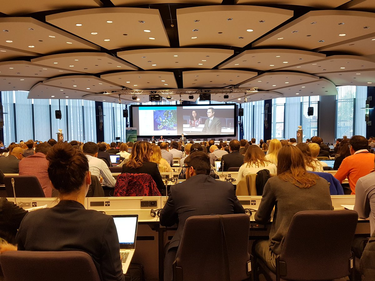 #H2020Energy info day: @JensBartho presents details of #SmartCities call. Check the draft #H2020 work programme:  http:// europa.eu/!vQ77tn  &nbsp;  <br>http://pic.twitter.com/Tn94kCMNJ0