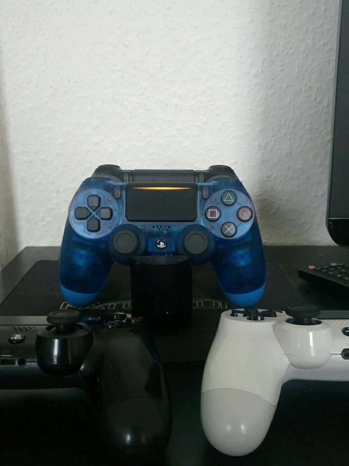 First #Charge  I Love the #Dualshock4 #Crystal Thank You @PlayStationDE<br>http://pic.twitter.com/5Ay8bhovV0