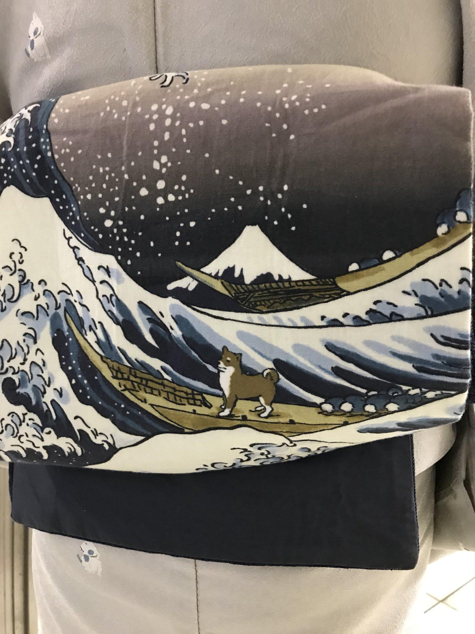 富嶽三十六景で柴犬が波乗ってる!偶然出会ったご婦人の帯が素敵すぎた…っ