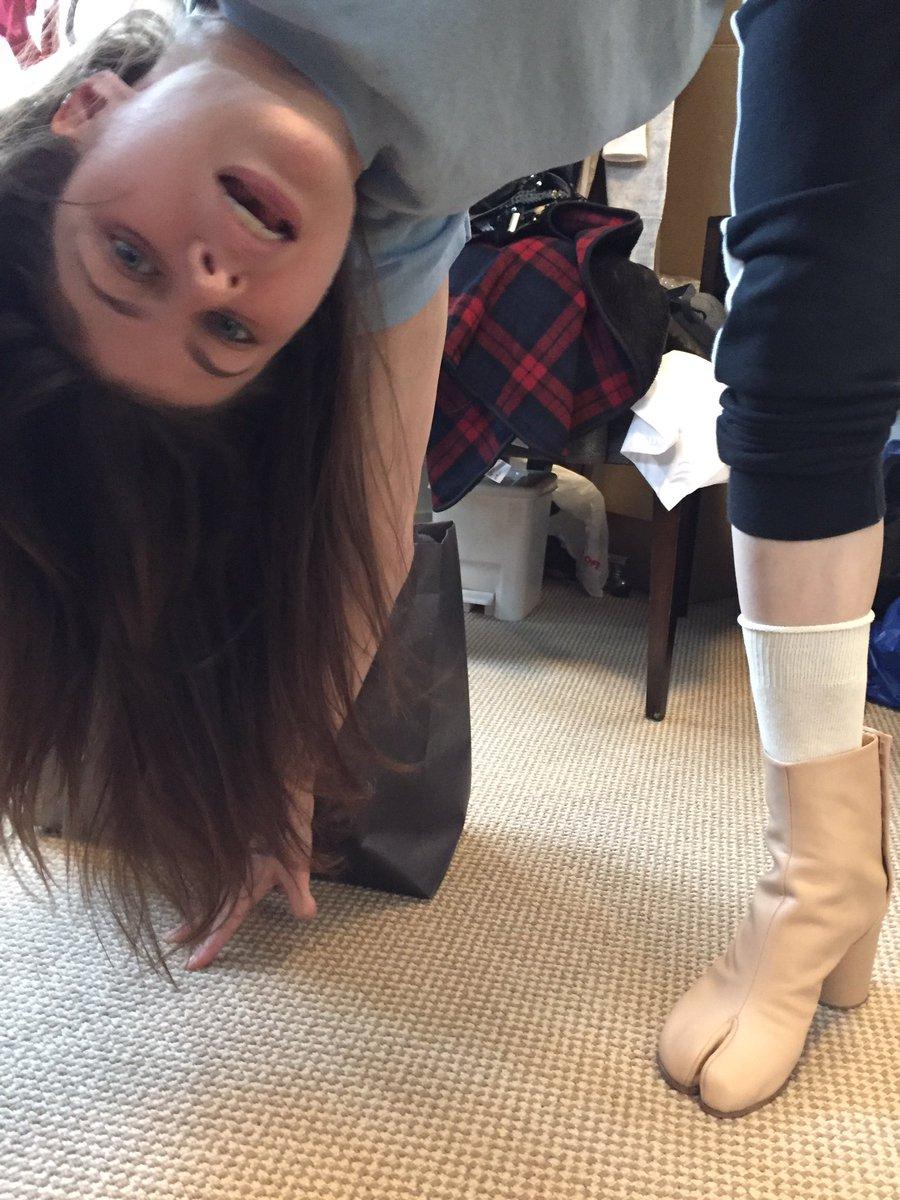 Alexandra Daddario  - Oh god I hav twitter @AADaddario