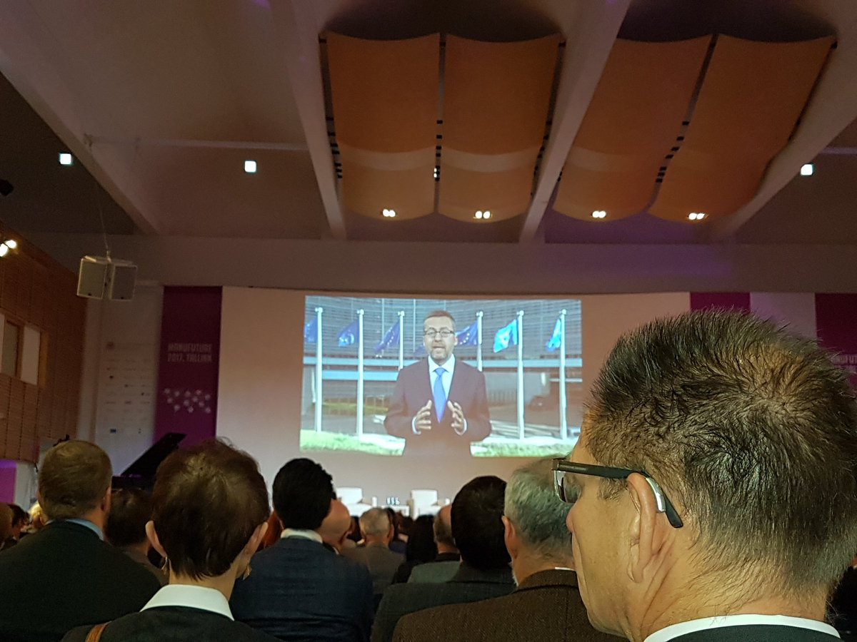 #Manufuture @Moedas presents the future of #Manufacturing in #H2020 with 1.6B€ for advanced manufacturing and #industry in 2018-2020<br>http://pic.twitter.com/vyWr2L7ISS