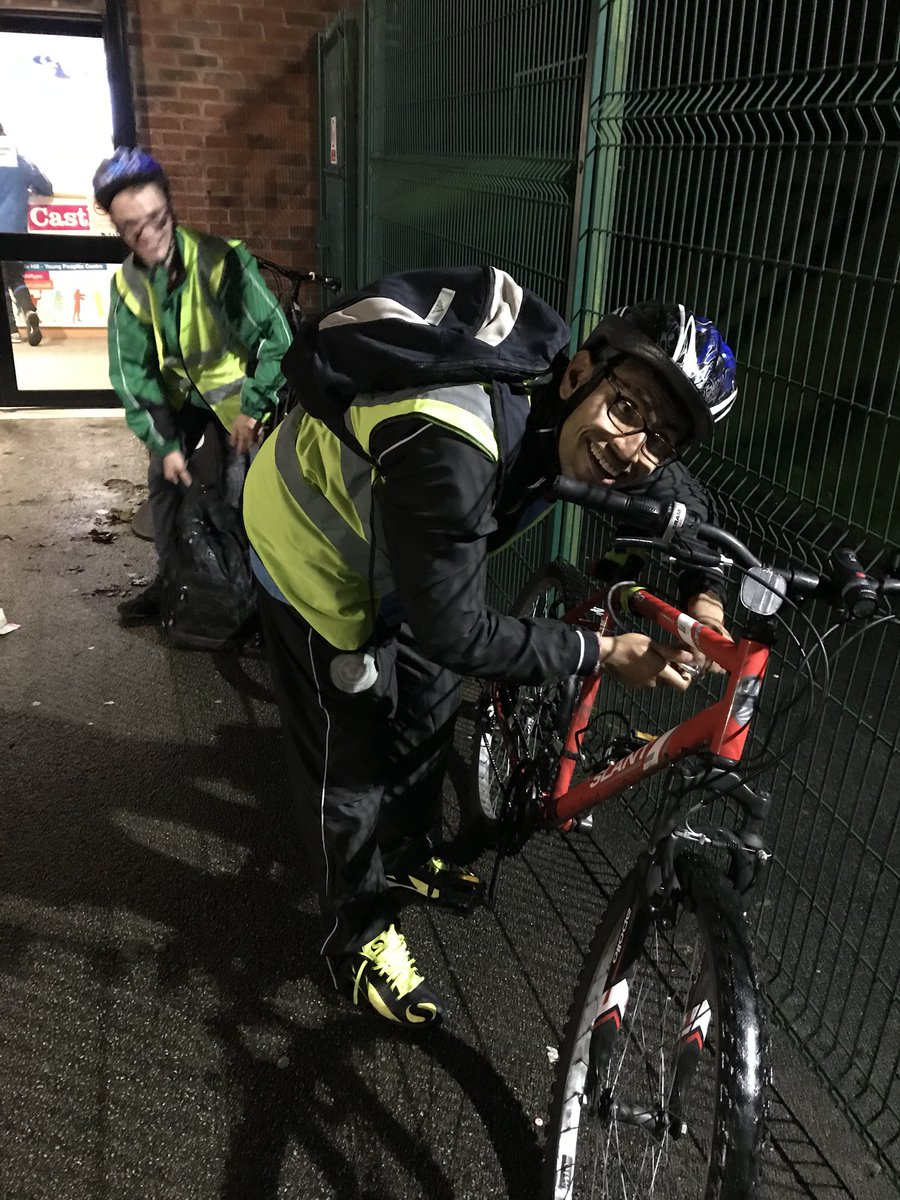 A few of our players ride their own #bikes to training - now the nights are darker it's really really important to keep #safe and keep seen <br>http://pic.twitter.com/LdPxJCb9BF