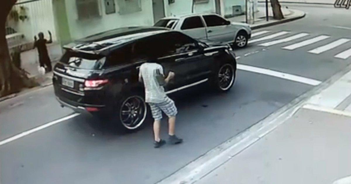 Resultado de imagem para Vídeo mostra carro do goleiro Jefferson sendo roubado na Zona Norte do Rio