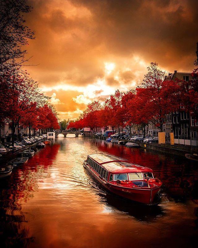 "http://Soulmate24.com ""Red is the new black"" cc @_enk . . . . #amsterdam #iamsterdam #netherlands #holland #vscoamsterdam… @looxatpic.twitter.com/g47v5O2aVX"