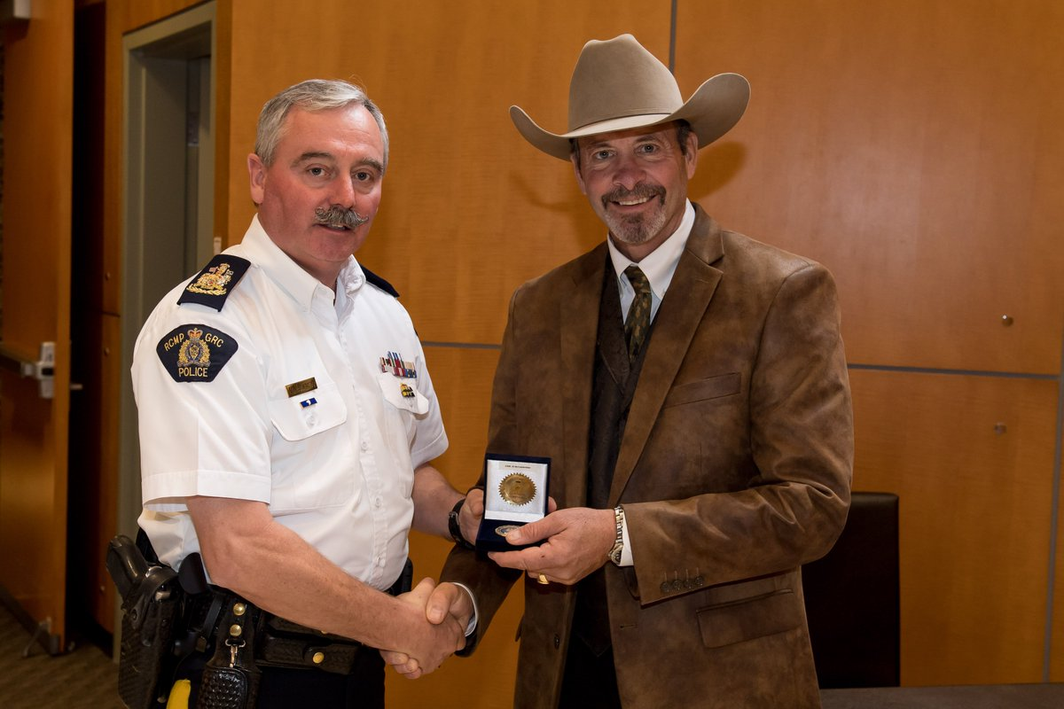 I presented @cmalarchuk with a C/S/M challenge coin yesterday for sharing his story on #mentalhealth at NHQ.