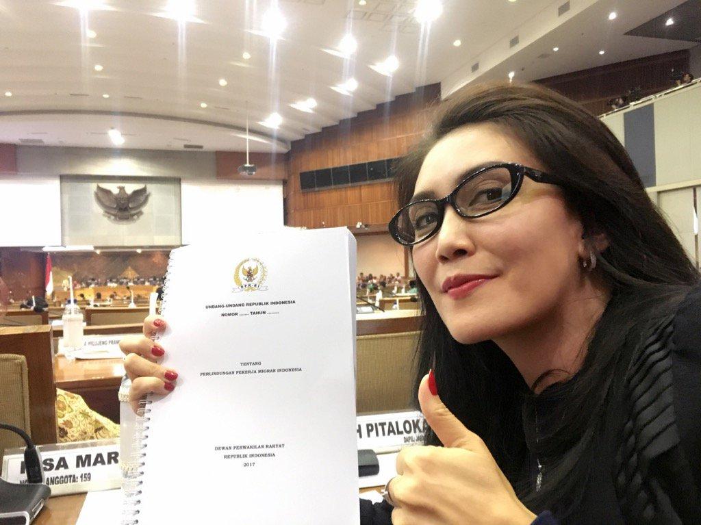 Alhamdulillah UU Perlindungan Pekerja Migran Indonesia disahkan Dalam Paripurna DPR RI 25 Oktober 2017 https://t.co/AmP0xfGrkR