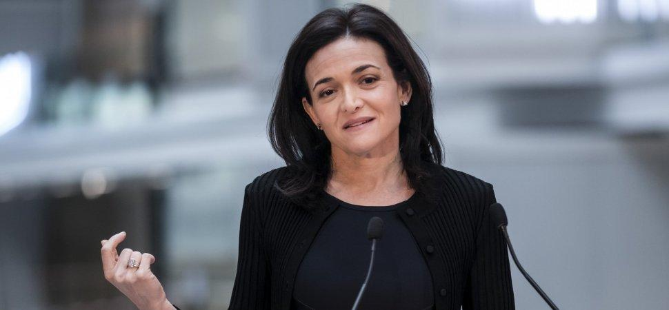 #Sheryl #Sandberg Says Facebook #Owes America An Apology For Enabling Russia Meddling in 2016s Election  http:// on.inc.com/2yl3k0Y  &nbsp;  <br>http://pic.twitter.com/mvAuoYgoQv