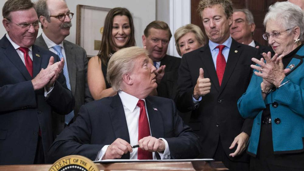 How Trumps #executive order could #weaken #Obamacare  http:// wapo.st/2yl7Ah7  &nbsp;  <br>http://pic.twitter.com/0ezCzD0iY2