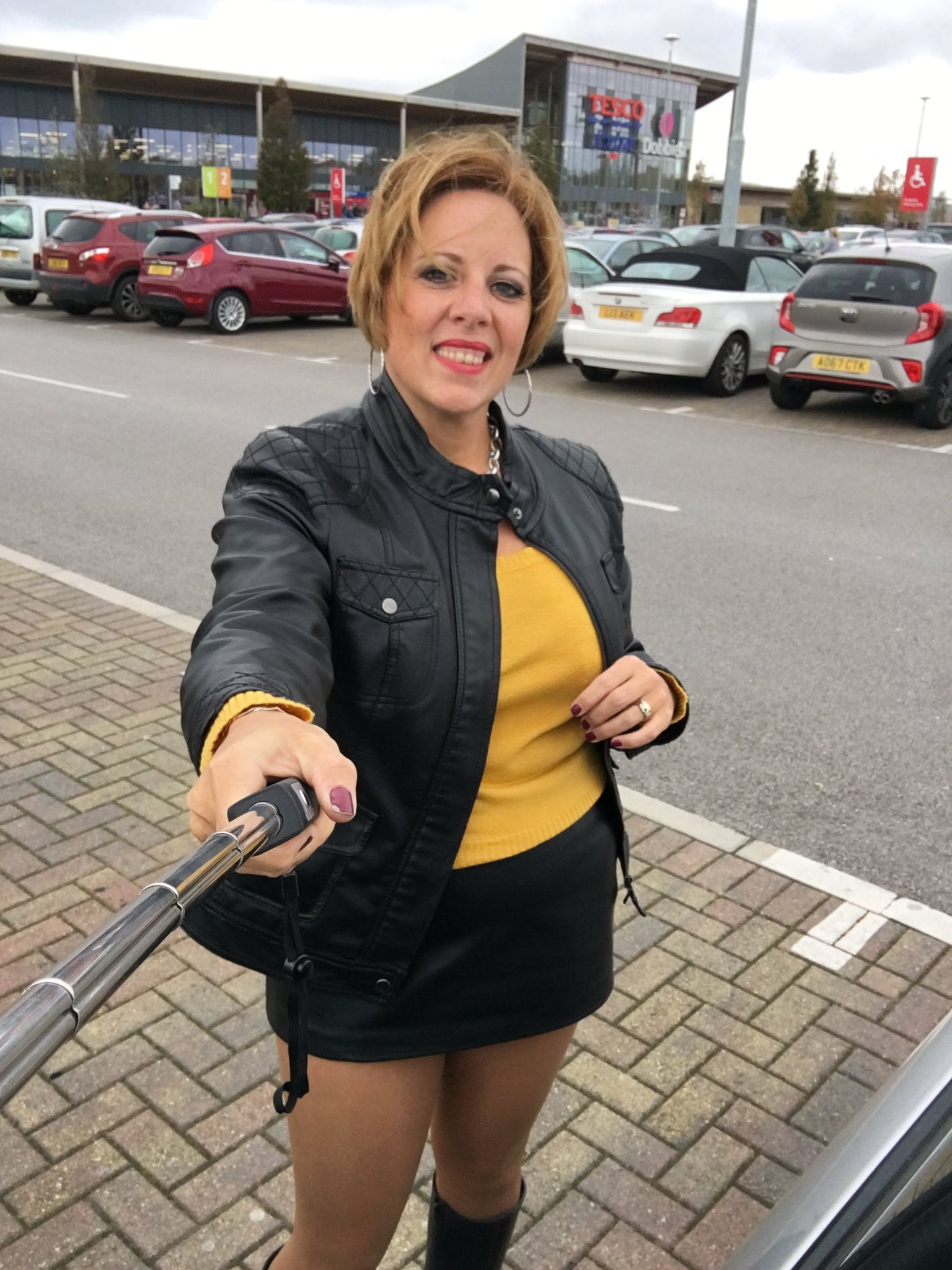 Curvy Claire on Twitter: Out doing a bit of a shop…