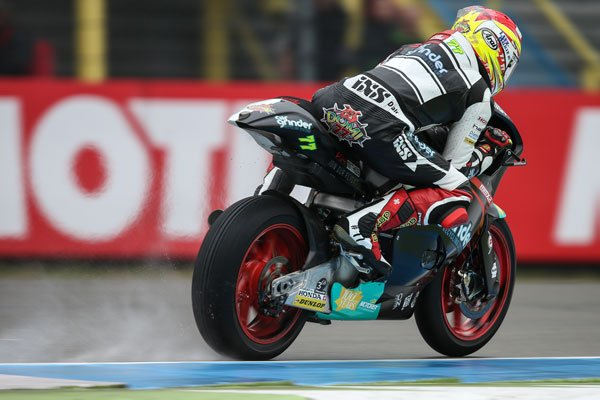 #JapanGP #Moto2 Friday&#39;s Action finished on a rain.soaked #TwinRingMotegi with #DA77 in P8 and #TM6 in P27 after #FP2. <br>http://pic.twitter.com/iUchjyVSt3