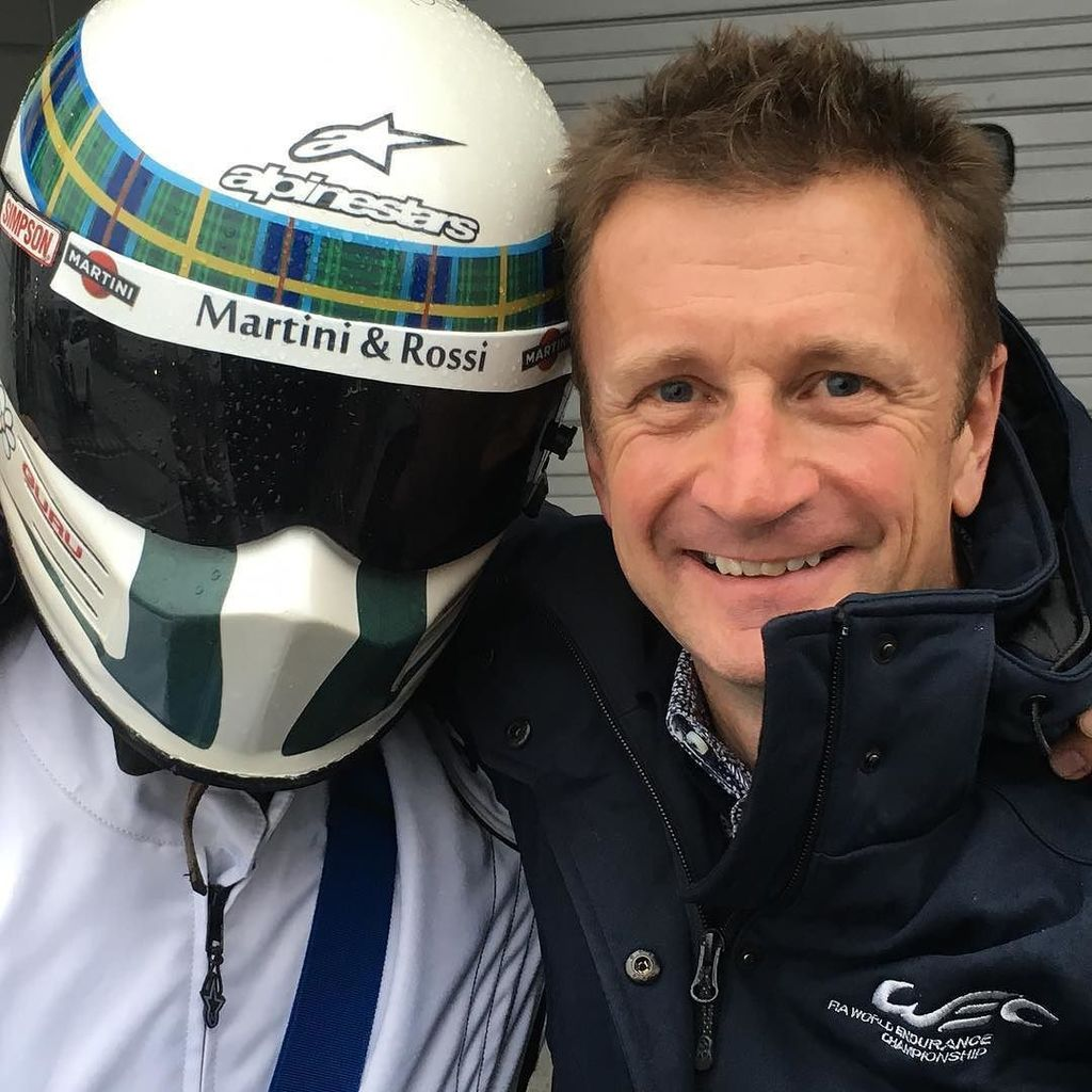 Japanese fans. Dedicated? I'll say... @allanmcnish with his biggest fan in @fujispeedway https://t.co/PKaiVxTk0t https://t.co/3MsUs4Lk1v