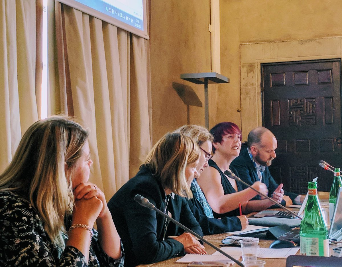 Day 2 of #UACES50 Conf at @EuropeanUni begins! 1st roundtable: &#39;Brexit &amp; Brussels: the Changing Relationship between the UK and the EU&#39;<br>http://pic.twitter.com/heklVhhvZi