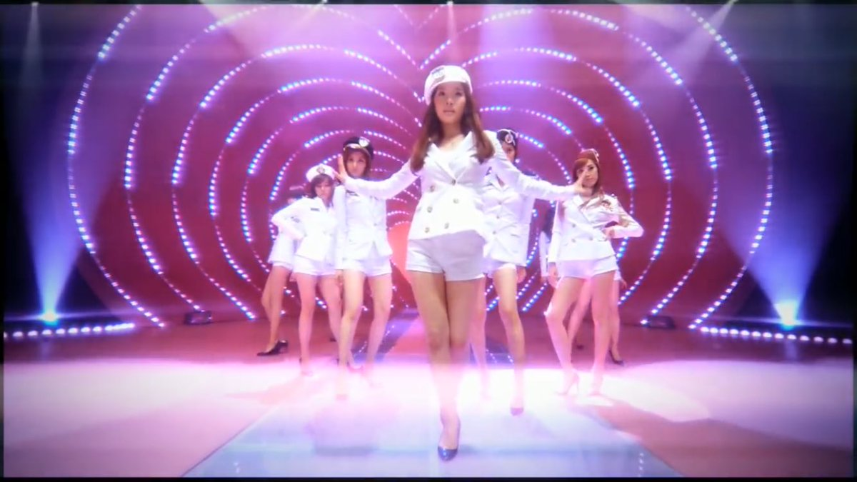 is no one else reminded of genie... #TheUNIT #SNSD <br>http://pic.twitter.com/raH2d0McT3