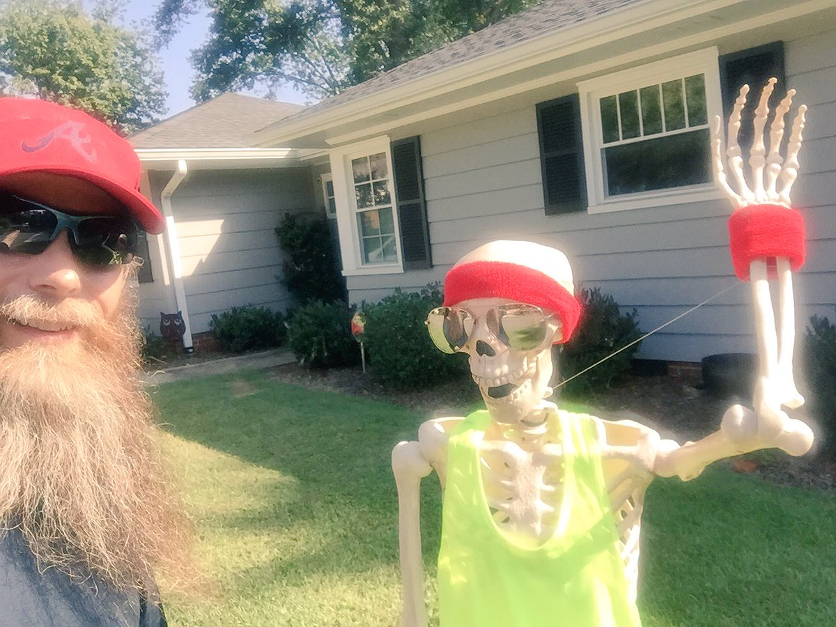 The #bearded #running partner found another #bald #runner today. Looks like he did a few too many miles. #Halloween2017 #Friday13th #scared<br>http://pic.twitter.com/sHKLAetROE