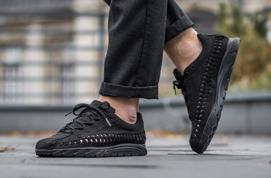 Triple Black' on the Nike Mayfly Woven