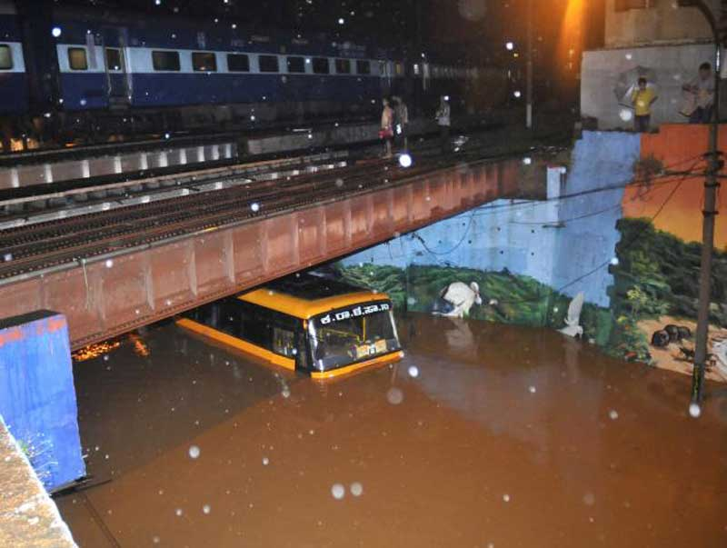Just 2mm of Rainfall and these are the conditions of Bengaluru Roads - SHOCKING Photos and Video