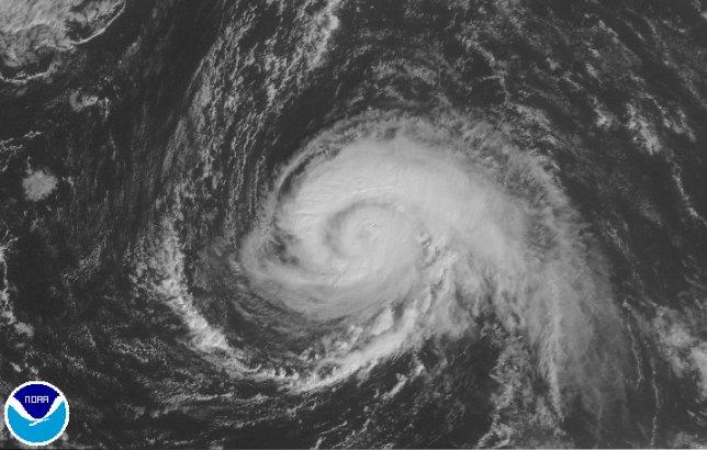 #Ophelia : #ouragan en route vers l&#39;#Irlande !    https://www. meteocontact.fr/actualite/ophe lia-ouragan-en-route-vers-l-irlande-74846 &nbsp; … <br>http://pic.twitter.com/HRaat4KD3z