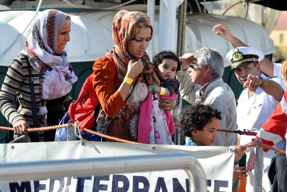 Dezenas de crianças são resgatadas no Mediterrâneo https://t.co/vosmtZh5eL #G1